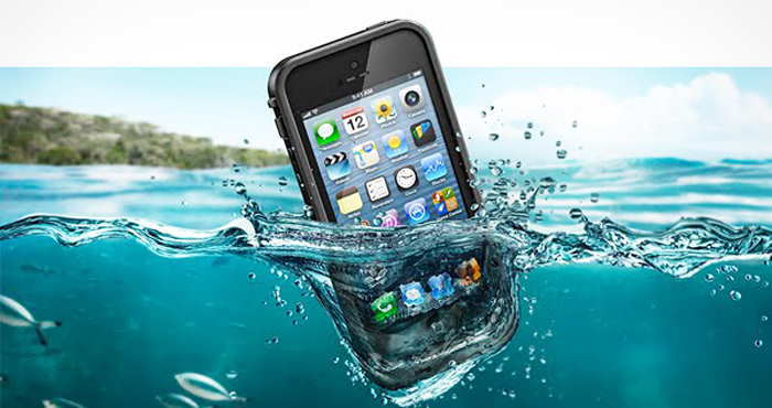 I dropped my cell phone in water how to save a wet phone for Dropped iphone in swimming pool