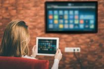 3 Really Cheap Ways to Turn Your Old Television into an Android Smart TV